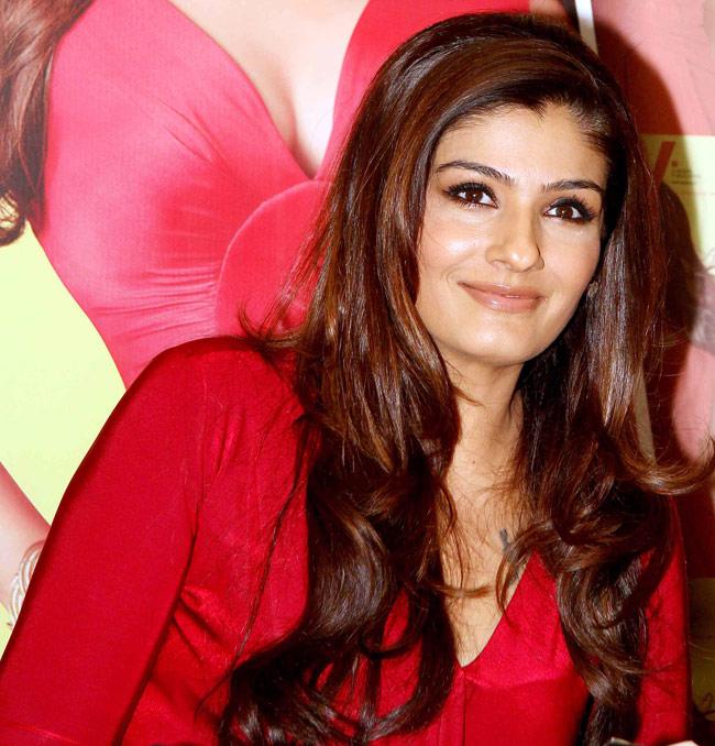 Gorgeous Raveena Tandon Hot Pics At Award Show