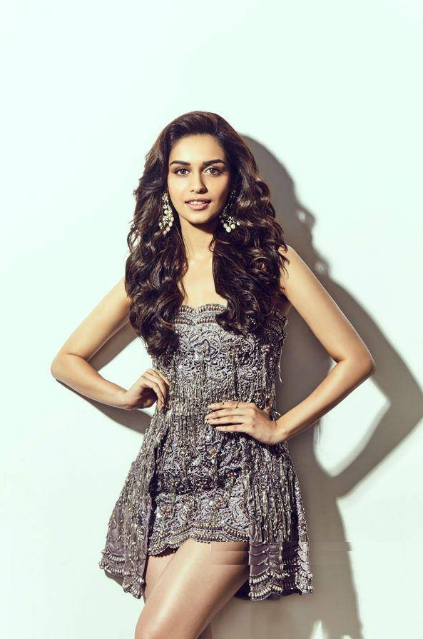 Hot & Sexy Manushi Chhillar Wallpapers