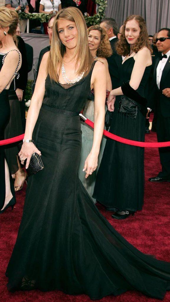 Jennifer Aniston Beautiful Look In Short Cloths