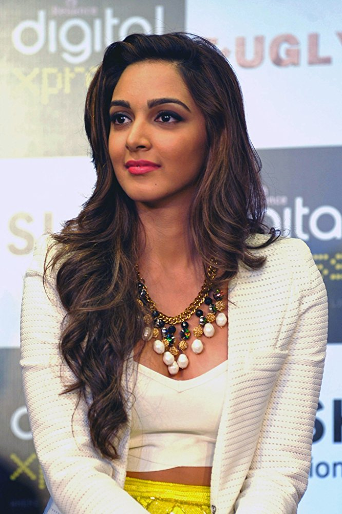 Gorgeous Kiara Advani Hot In Shorts Cloths Images Download-7264