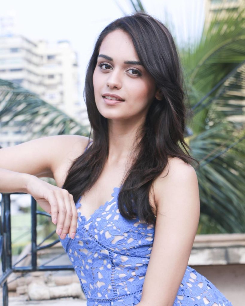 Manushi Chhillar Beautiful Wallpapers