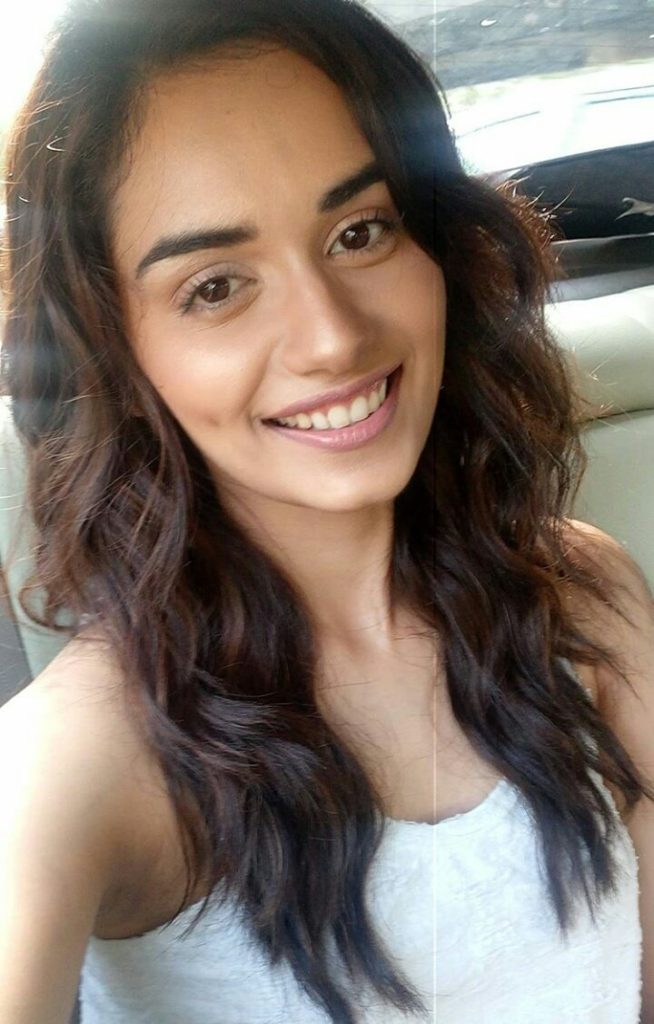 Manushi Chhillar Cute Smile Wallpapers