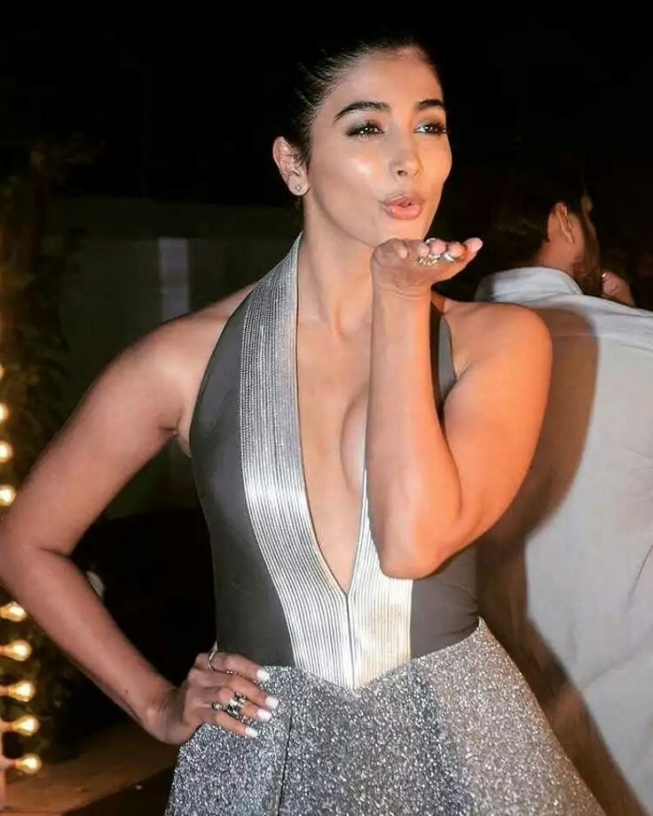 Pooja Hegde Hot Images With Flying Kiss