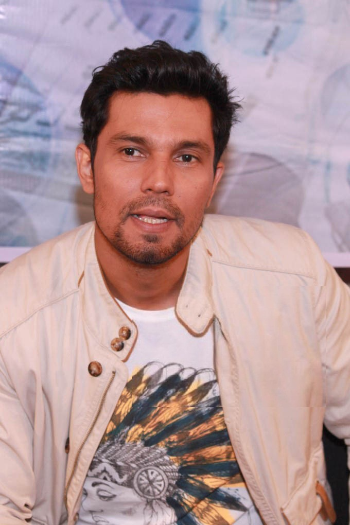Randeep Hooda Pics At Award Show