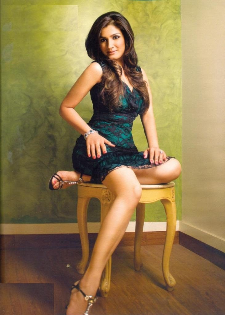 Raveena Tandon Beautiful Wallpapers In Bra Panty