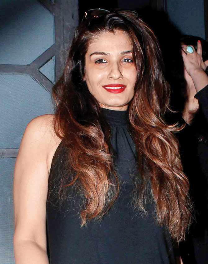 Raveena Tandon Hot & Sexy Images