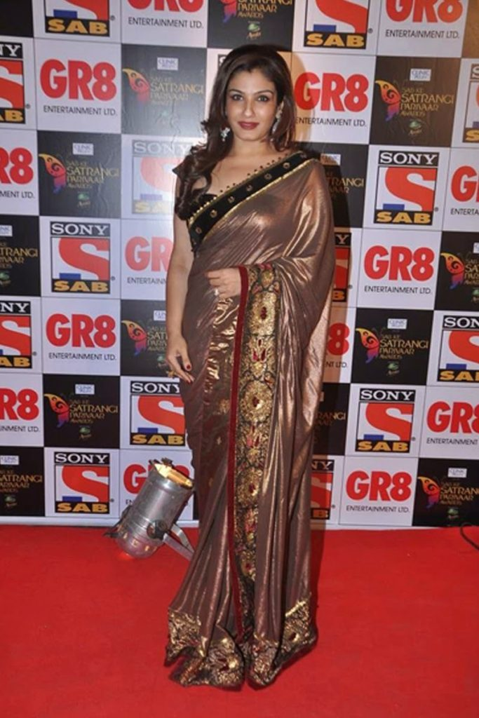 Raveena Tandon Hot & Sexy Wallpapers In Saree