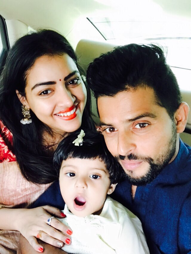 Suresh Raina Images With His Wife & Child