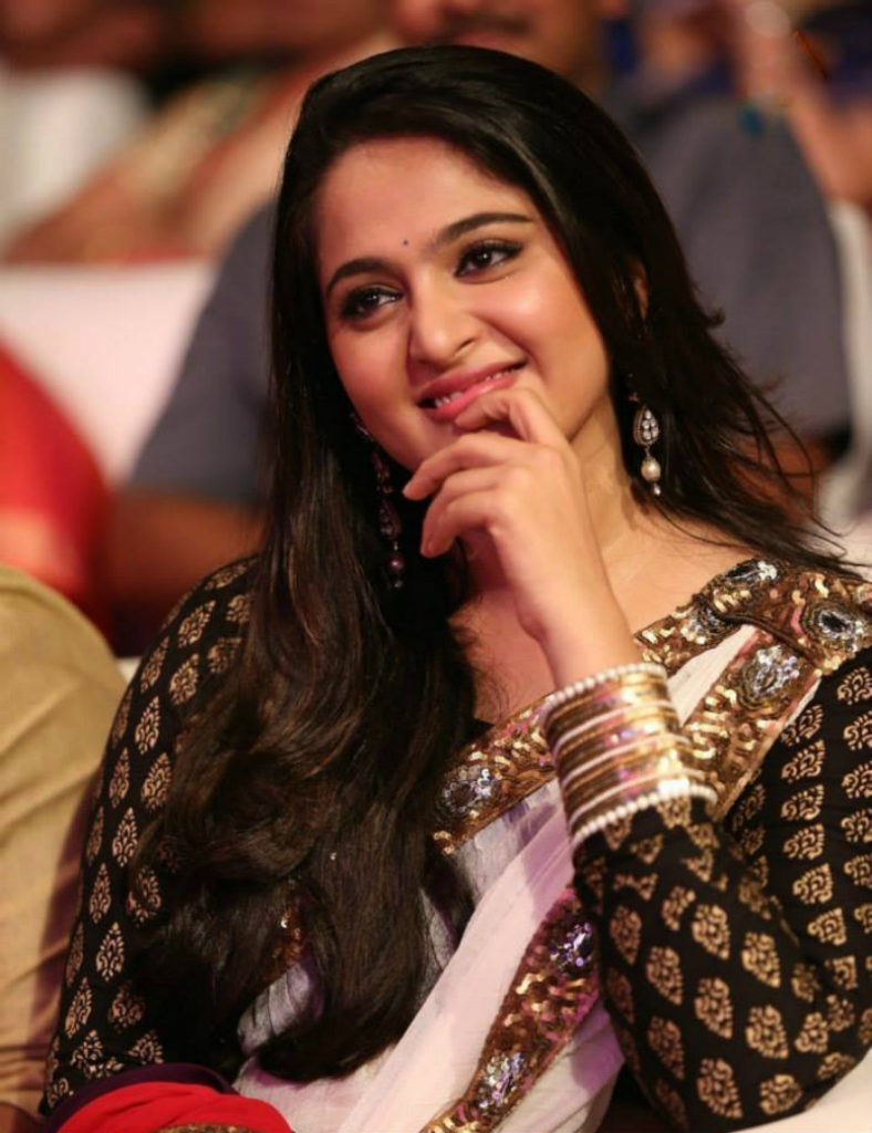 Tollywood Actress Anushka Shetty Pics