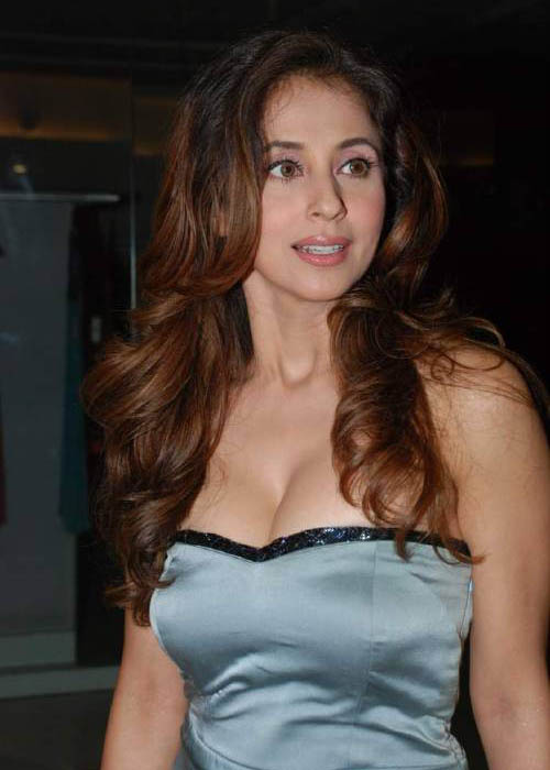Urmila Matondkar Hot Boobs Photohoots