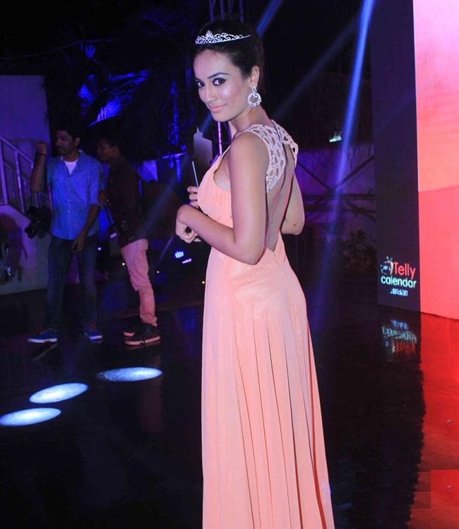 Additi Gupta Hot Look In Backless Cloths