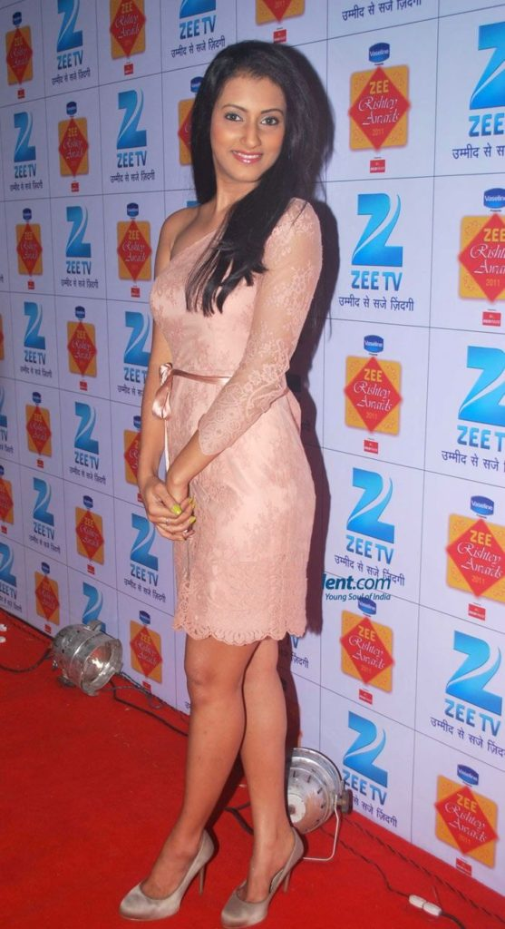 Additi Gupta Hot & Sexy Legs Pics