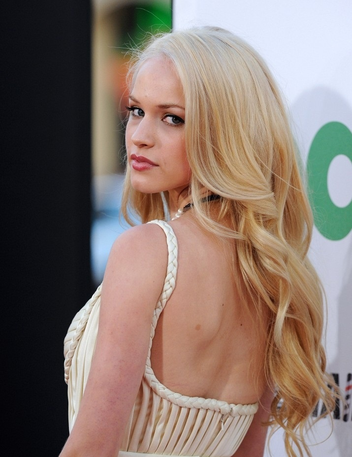 Alexis Knapp Hot Looking Images In Backless Cloths