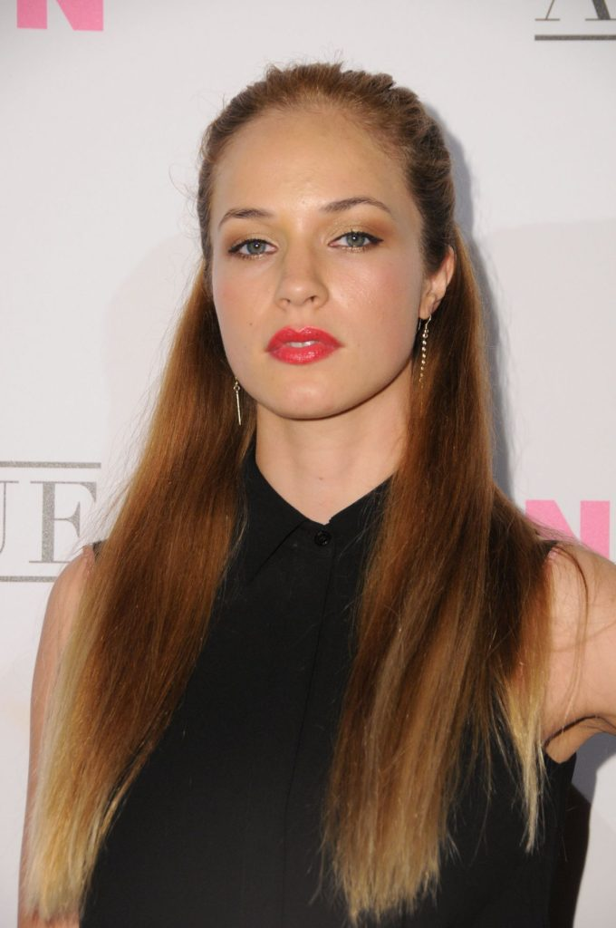 Alexis Knapp Latest New Images 2017