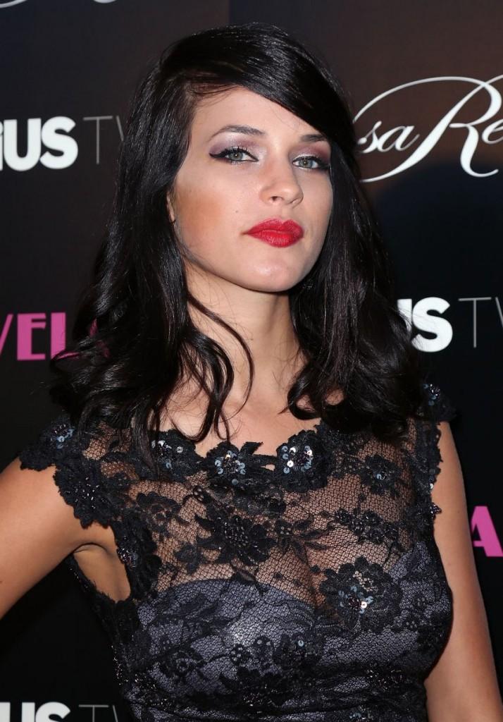 Alexis Knapp Hot In Bi...