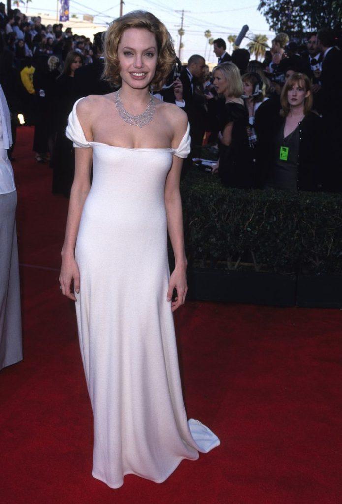 Angelina Jolie Hot Bikini Images Pics