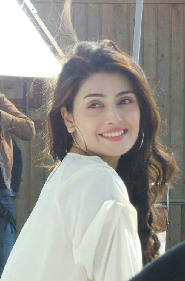 Ayeza Khan Beautiful Smile Wallpapers
