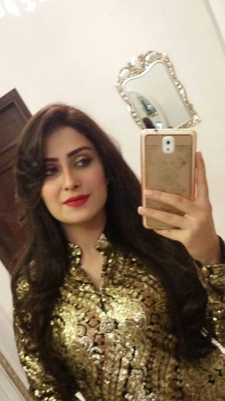 Ayeza Khan Hot Navel Pictures Download