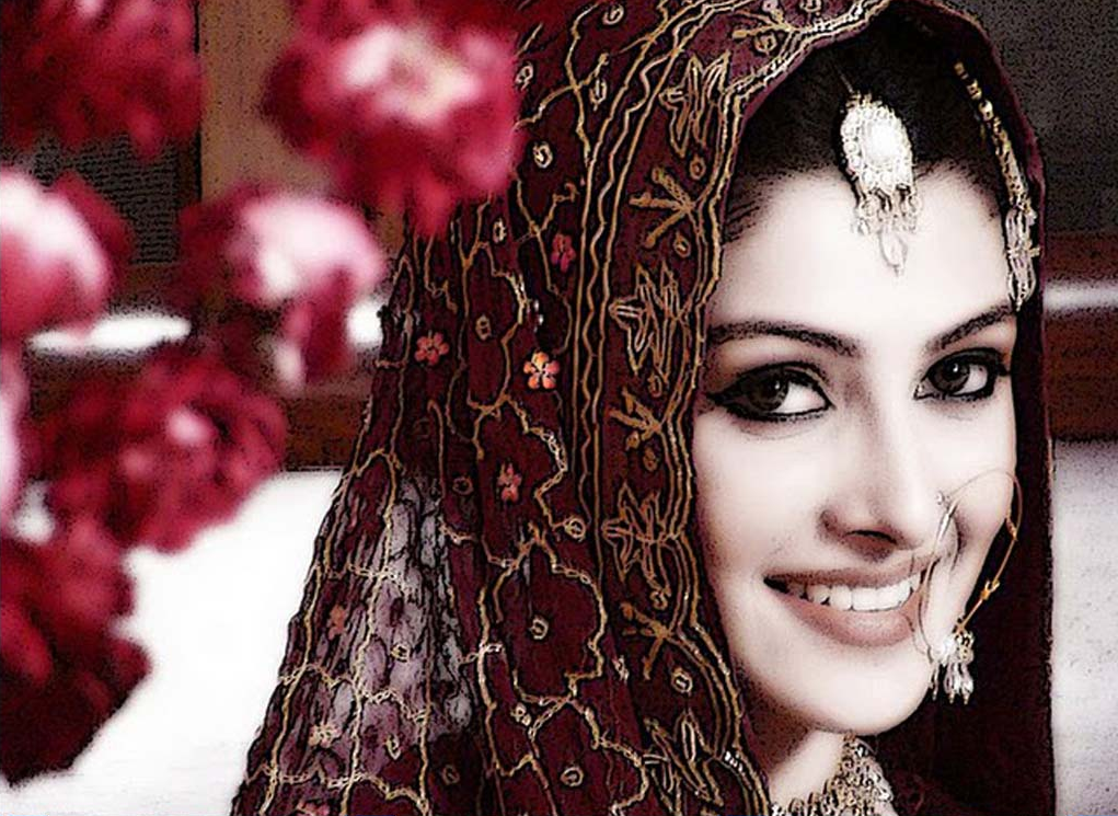 Ayeza Khan Hot & Spicy Navel Images & Wallpapers