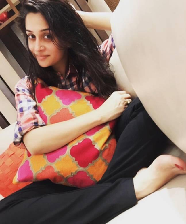 Dipika Kakar Cute & Lovely Pose Images