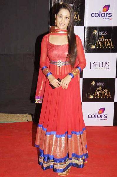 Dipika Kakar Hot Look At Award Show Photos