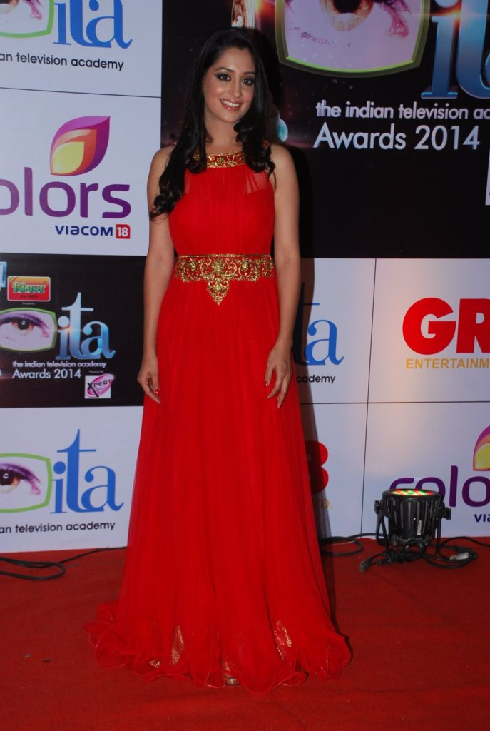 Dipika Kakar Hottest Pics In Red Cloths