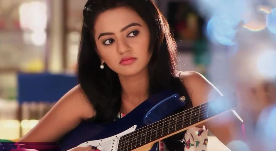 Helly Shah Beautiful Pictures Download