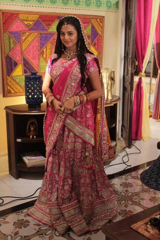 Helly Shah Beautiful Wallpapers