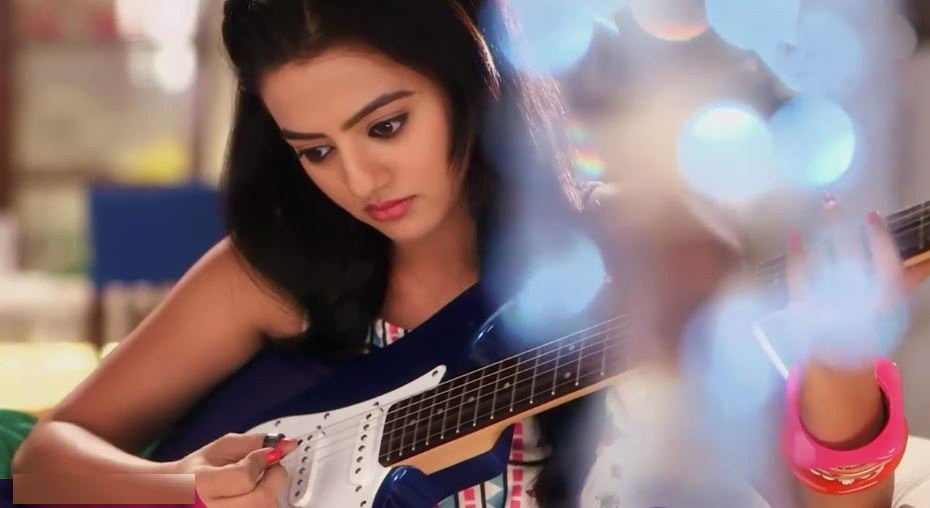 Helly Shah HD Images