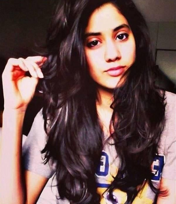 Jhanvi Kapoor Full HD Photos Gallery