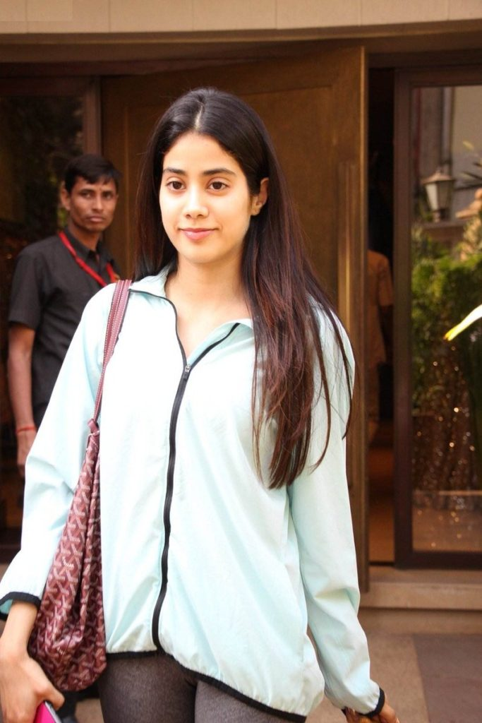 Jhanvi Kapoor Latest Hair Styel Photos