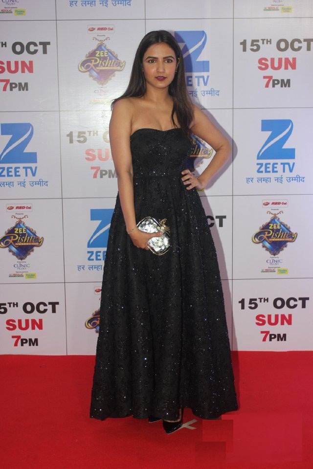 Jasmin Bhasin At Award Show Images