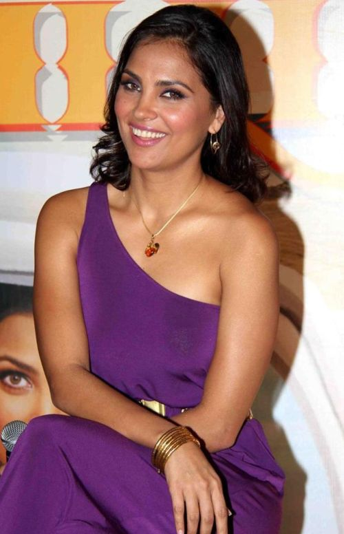 Lara Dutta Hot Boobs Images