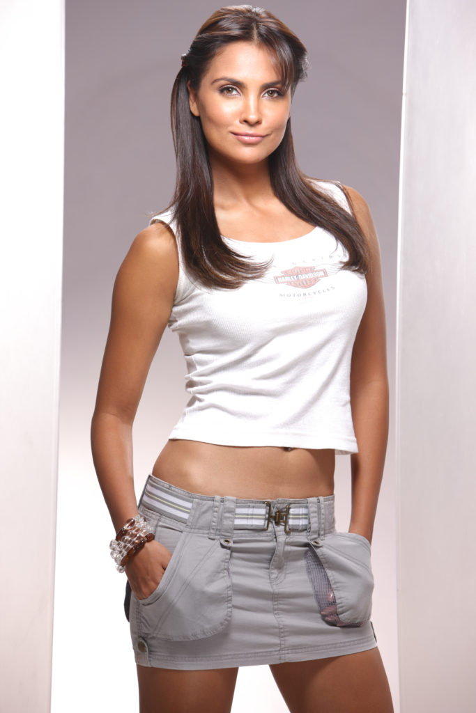Lara Dutta Hot & Spicy Navel Photos