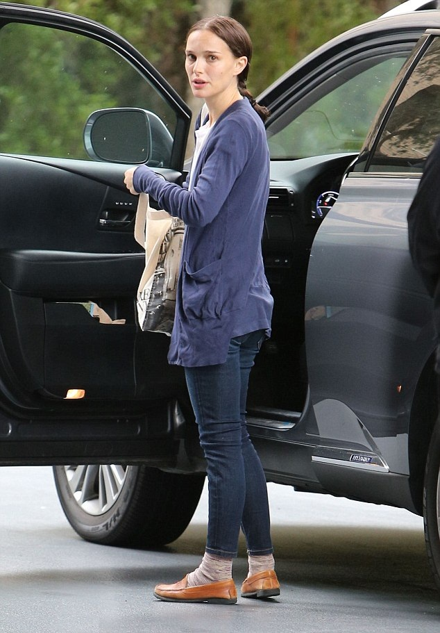 Natalie Portman Hot Look In Bra Panty Photos