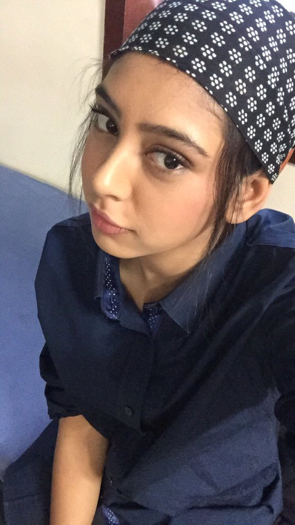 Niti Taylor Cute & Sexy Smiling Images