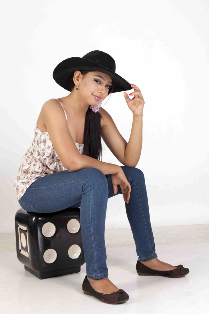 Niti Taylor Hot Images In Short Cloths HD