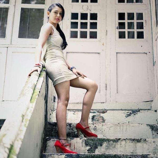 Niti Taylor Hot Images In Shorts