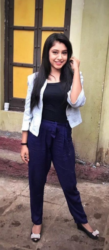 Niti Taylor Hot Look In Jeans Top Wallpapers