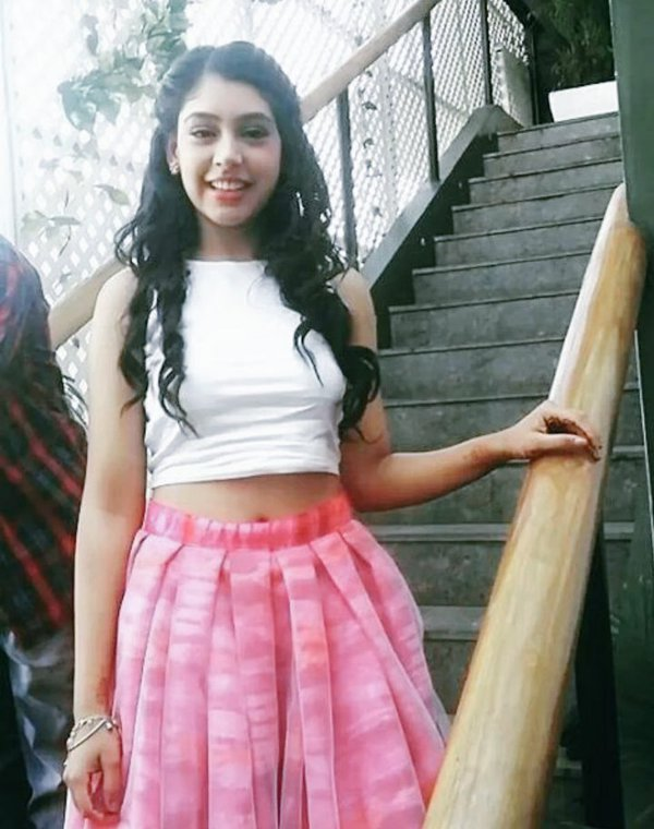 Niti Taylor Hot & Sexy Navel Pics HD