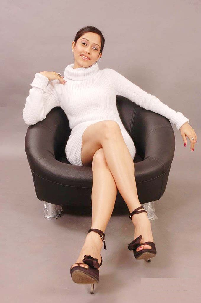 Nushrat Bharucha Hot & Sexy Legs Showing Images