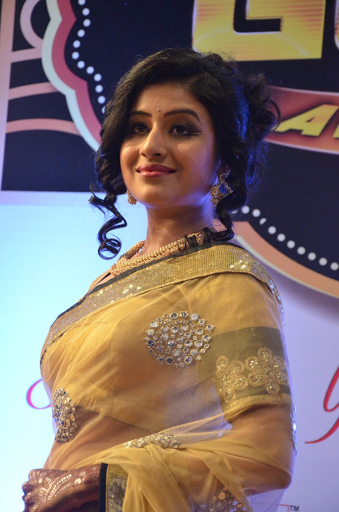 Paridhi Sharma Hot Look In Backless Saree