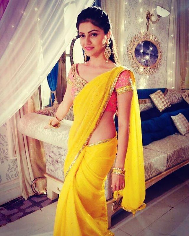 Rubina Dilaik Hot Images In Saree