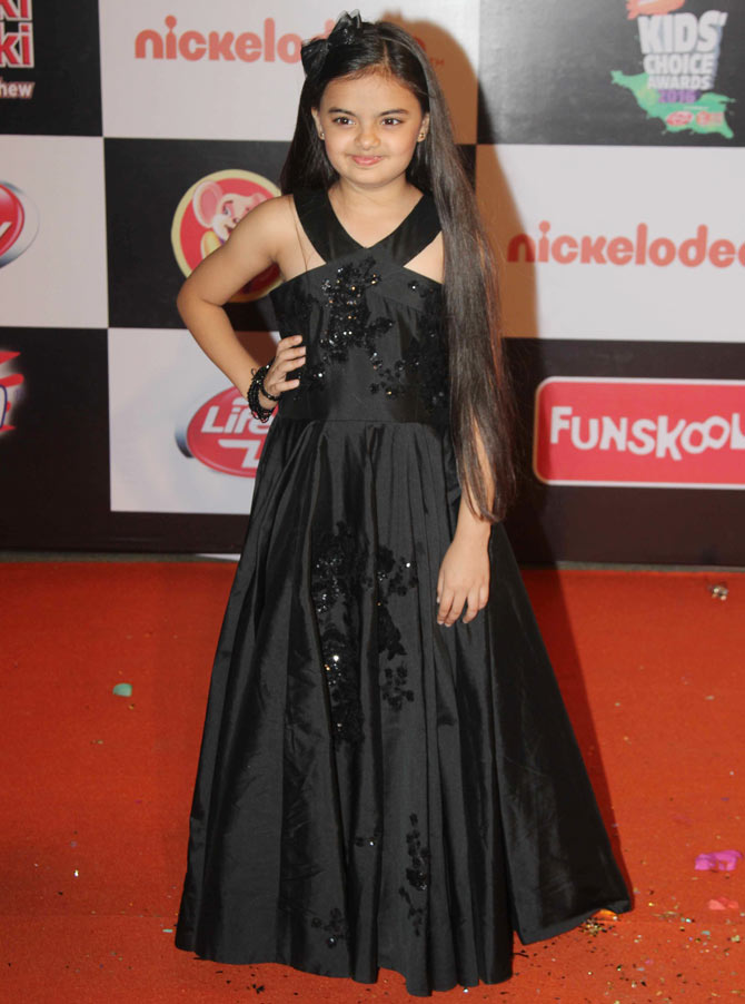 Ruhanika Dhawan At Award Show Pics In Gown
