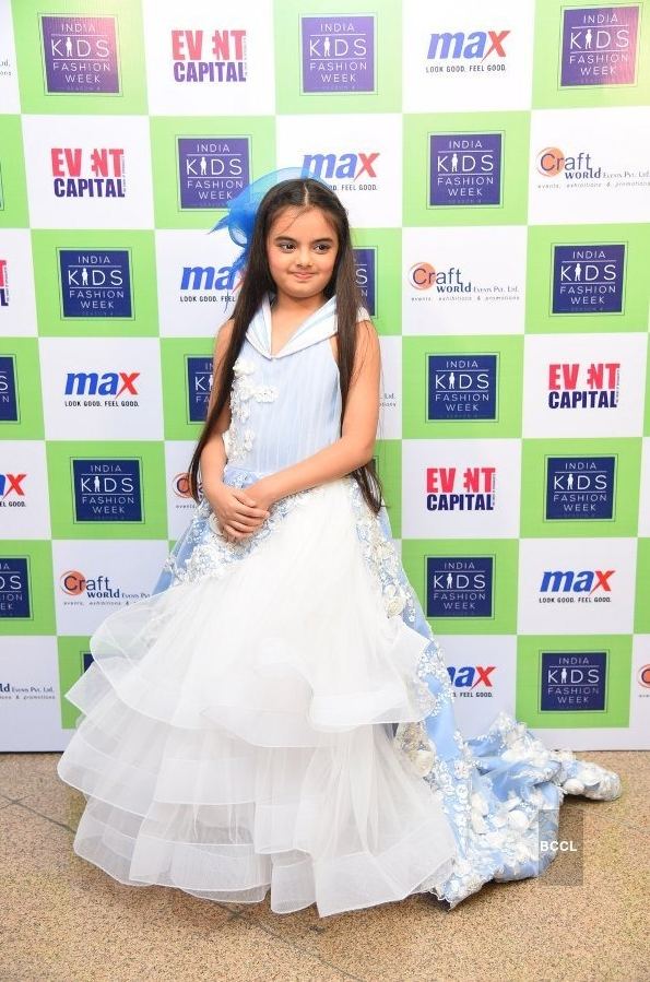 Ruhanika Dhawan At Award Show Wallpapers HD