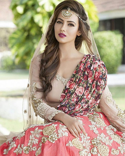 Sana Khan Hot & Sexy Photo Gallery