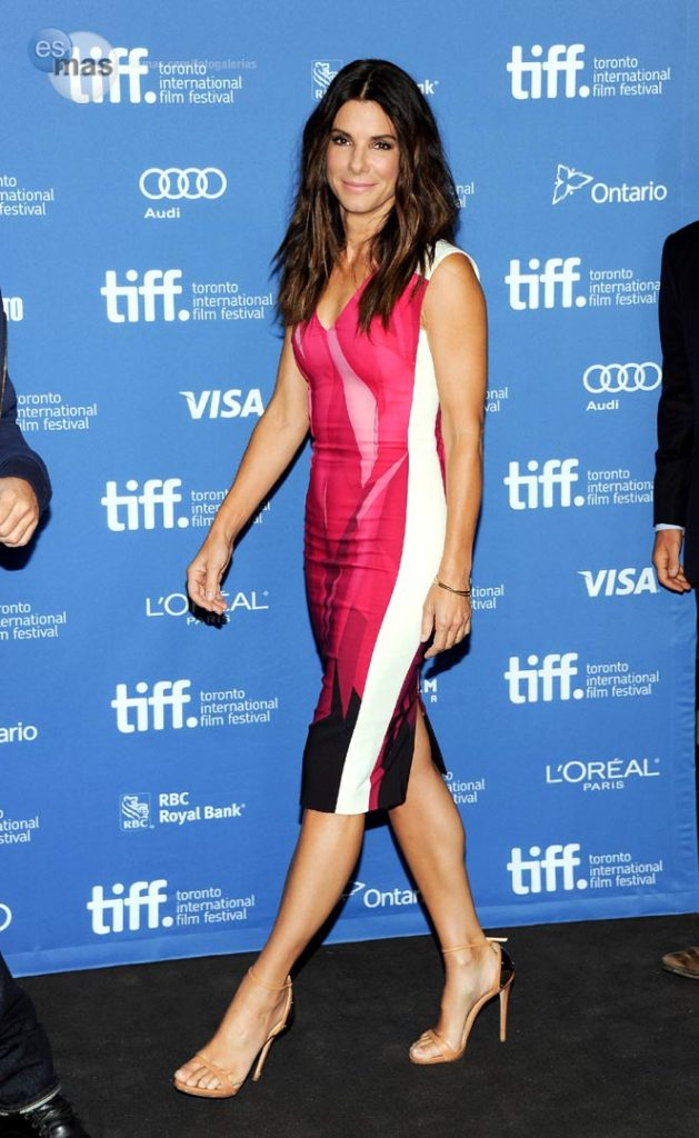 Sandra Bullock Beautiful Look In Short Cloths