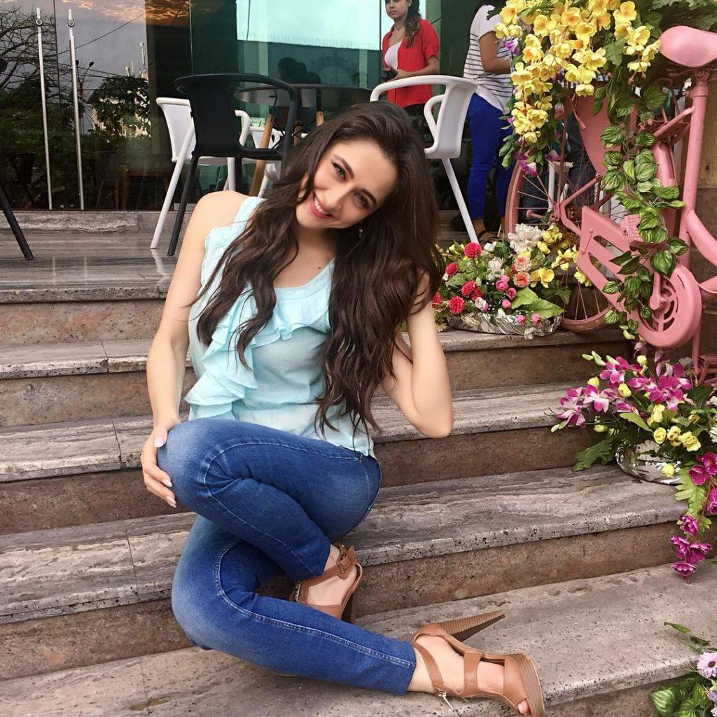 Sanjeeda Sheikh Hot In Jeans Top
