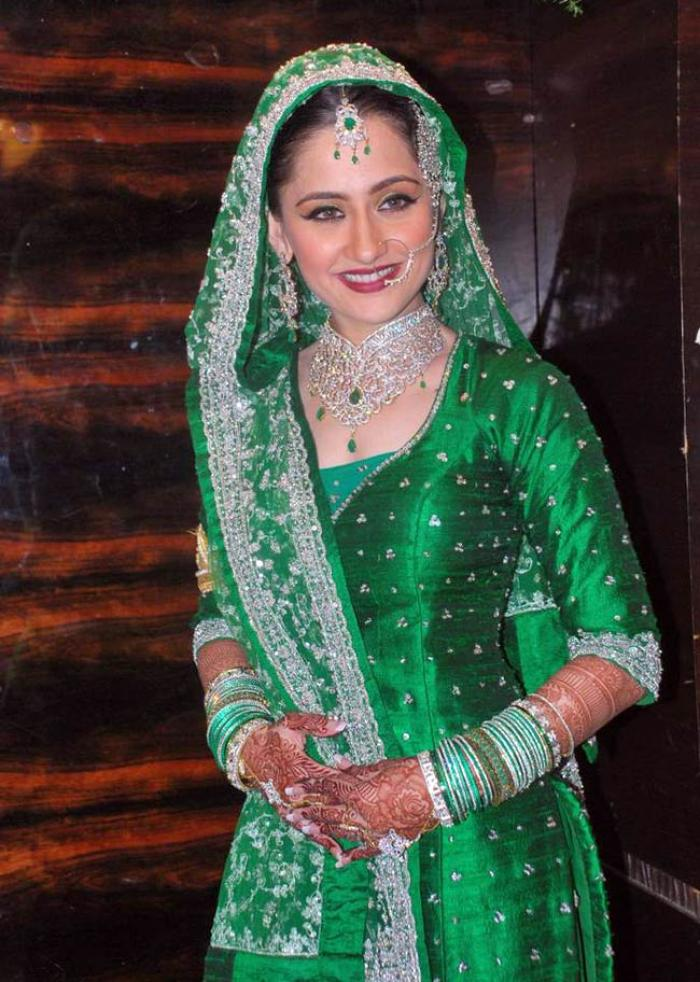Sanjeeda Sheikh In Green Color Cloths HD