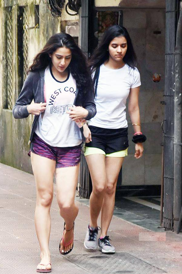 Sara Ali Khan Beautiful Images With His Friend